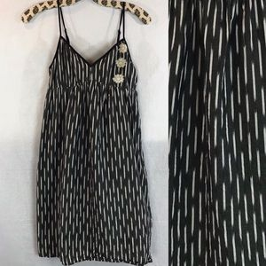 Pearl dress in black and white flowers sz 11